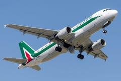 I-BIKI Alitalia, flygbuss A320-214 Royaltyfri Bild