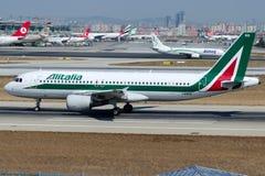I-BIKO Alitalia, flygbuss A320-214 som namnges GEORGES BIZET Arkivfoto