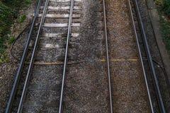 I binari ferroviari osservano da sopra sulla stazione, paesaggio all'aperto immagine stock libera da diritti