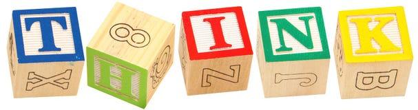 I blocchetti di alfabeto PENSANO Immagini Stock