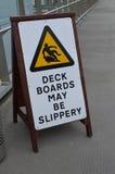 I bordi di piattaforma possono essere segno sdrucciolevole Fotografie Stock