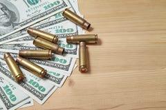 I bossoli utilizzati è sui soldi Fotografia Stock Libera da Diritti