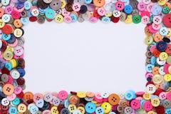 I bottoni incorniciano con i bottoni colorati Fotografia Stock