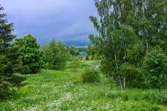 I byn i sommar Arkivfoto