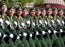 I cadetti di più alta scuola di commando militare di Mosca durante la parata sul quadrato rosso in onore di Victory Day Fotografia Stock Libera da Diritti