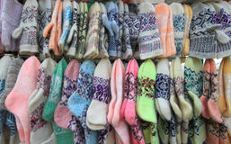 I calzini ed i guanti connessi di lana Immagine Stock
