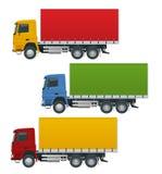 I camion piani hanno messo i veicoli realistici isolati su fondo bianco Trasporti la logistica su autocarro, vista laterale di ma illustrazione vettoriale
