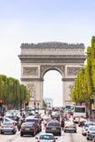 I Campioni-Ãlysées e l'Arco di Trionfo Fotografia Stock Libera da Diritti