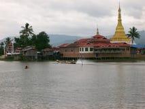 I canali del lago Inle nel Myanmar Immagini Stock