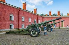 I cannoni nell'iarda interna Fotografie Stock Libere da Diritti