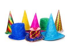 I cappelli del partito isolati sui precedenti bianchi Immagini Stock