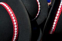 I cappelli tradizionali degli abitanti degli altipiani scozzesi hanno offerto per la vendita Fotografie Stock