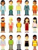 I caratteri della gente stanno l'insieme nello stile piano isolato su fondo bianco illustrazione vettoriale