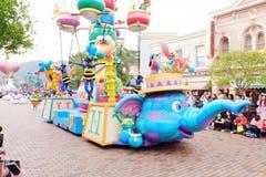 I caratteri Walt Disney della manifestazione sulla parata a Hong Kong Disneyland Immagine Stock Libera da Diritti