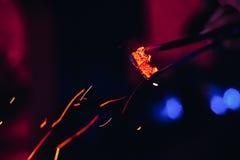 I carboni caldi ed il rosso scintilla per Shisha Fotografia Stock Libera da Diritti