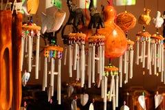 I carillon di vento, le sculture del legno, l'animale, bella, voce melodica  Immagine Stock