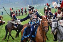 I cavalieri del cavallo a Borodino combattono la rievocazione storica in Russia Fotografia Stock