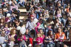 I centinaia di madri hanno assistito al sesto allattamento al seno nazionale nel pub Immagine Stock