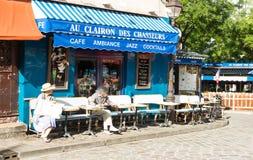 I chasseurs francesi tradizionali del DES del clairon dell'Au del caffè, Parigi, Fra Fotografia Stock Libera da Diritti
