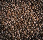 I chicchi di caffè arrostiti, possono essere usati come priorità bassa Immagini Stock