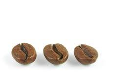 I chicchi di caffè si chiudono su (isolato) Fotografie Stock Libere da Diritti