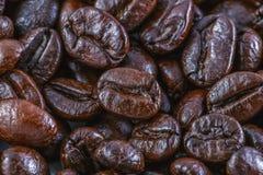 I chicchi di caffè si chiudono su priorità bassa Immagini Stock Libere da Diritti