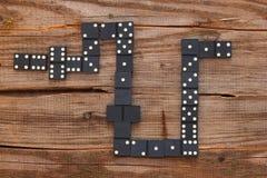 I chip sulla tavola per giocare i domino Immagini Stock Libere da Diritti