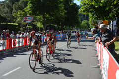 I ciclisti partecipano alla quindicesima fase del ` Italia di postagiro d vicino all'arrivo alla fase di Bergamo alla 100th edizi Fotografia Stock Libera da Diritti