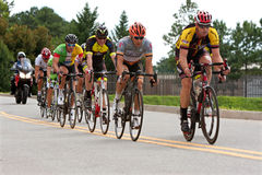 I ciclisti sprintano giù subito nell'evento di Duluth Criterium Fotografia Stock Libera da Diritti