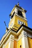 I cislago dagen för vägg och för kyrkligt torn Arkivbild