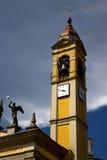 I cl för kyrklig klocka för terrass för cairatevarese Italien gammal vägg Royaltyfri Bild