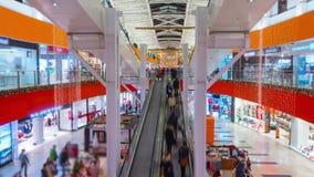 I clienti visitano correttamente il centro commerciale a Natale di VILNIUS, LITUANIA