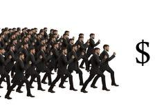 I cloni in marcia seguono il simbolo di dollaro Fotografia Stock