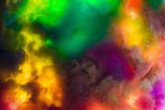 I colori acrilici e l'inchiostro in acqua hanno isolato il fondo multicolore Spruzzata variopinta della vernice sottragga la prio fotografia stock libera da diritti