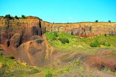 I colori del vulcano estinto di Racos Brasov, Romania, picco di Heghes immagine stock