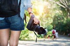 i colori effettuano la donna saturata fotografo basso Fotografia Stock