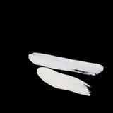 I colpi bianchi dinamici della spazzola sullo zen nero del fondo disegnano il fondo e la struttura Immagine Stock
