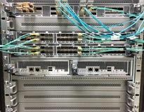 I commutatori di rete modulari e fissi moderni del porto hanno progettato per il centro dati Fotografia Stock Libera da Diritti