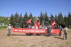 I comunisti stanno preparando per il marzo di festa dei lavoratori Celebrazione primo maggio, il giorno della molla e del lavoro  Fotografia Stock Libera da Diritti