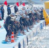 I concorrenti della donna si sono concentrati prima del segnale di avvio Fotografie Stock Libere da Diritti