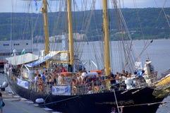 I concorrenti di nuoto sulla nave alta imbarcano, Varna Immagine Stock