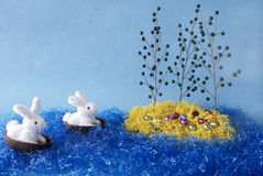 I coniglietti di pasqua scoprono l'isola di pasqua. Fotografia Stock Libera da Diritti