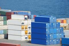 I contenitori immagazzinano e mare Fotografia Stock