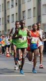 I corridori dalla Nigeria fanno concorrenza nella maratona Immagine Stock