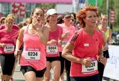 I corridori si sono vestiti nel colore rosa Fotografie Stock Libere da Diritti