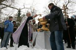 I cristiani ortodossi celebrano Epithany Fotografie Stock Libere da Diritti