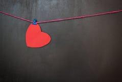 I cuori del biglietto di S. Valentino di amore sulla lavagna Fotografia Stock Libera da Diritti