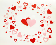 I cuori del biglietto di S. Valentino su fondo bianco Immagini Stock