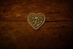 I cuori di un oro su vecchio fondo di legno Fotografia Stock Libera da Diritti