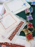 I cuscini e decorano i tovaglioli Immagine Stock Libera da Diritti